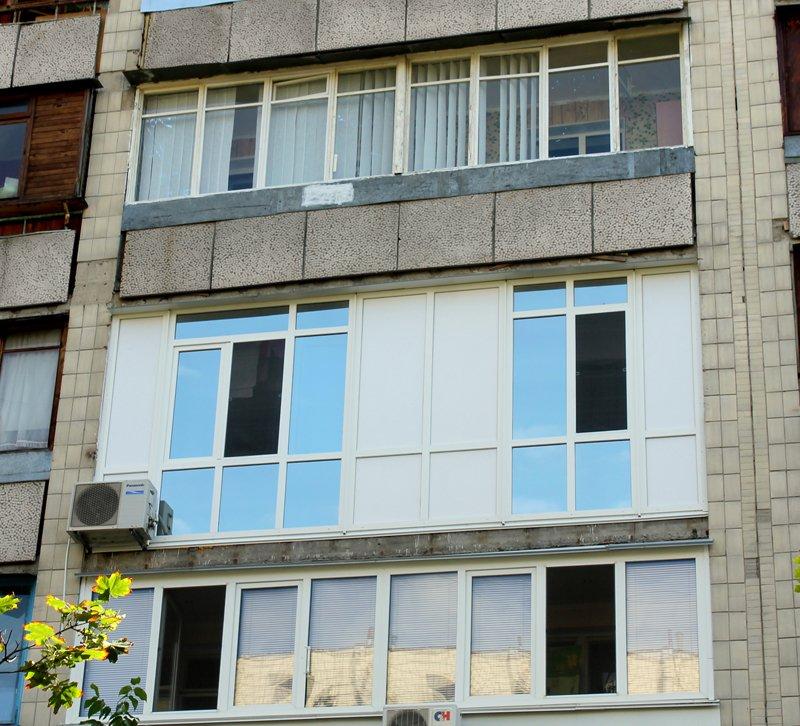 Балконы панельных домов.