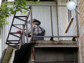 Укрепление существующих перил парапета и сварка выноса балкона по подоконнику