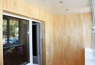 внутренняя обшивка деревом балкона