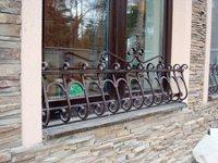 Кованые решетки на окна заказать