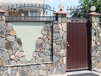 Забор с элиментами художественной ковки