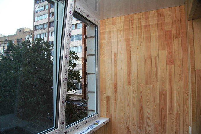 Пластиковые окна на балкон Windom фото СК Комфорт