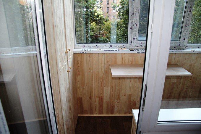 Пластиковые окна для балкона Windom фото СК Комфорт