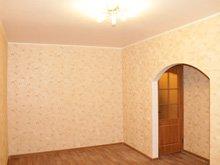 Оклеивание обоями стен в квартире на Березняках