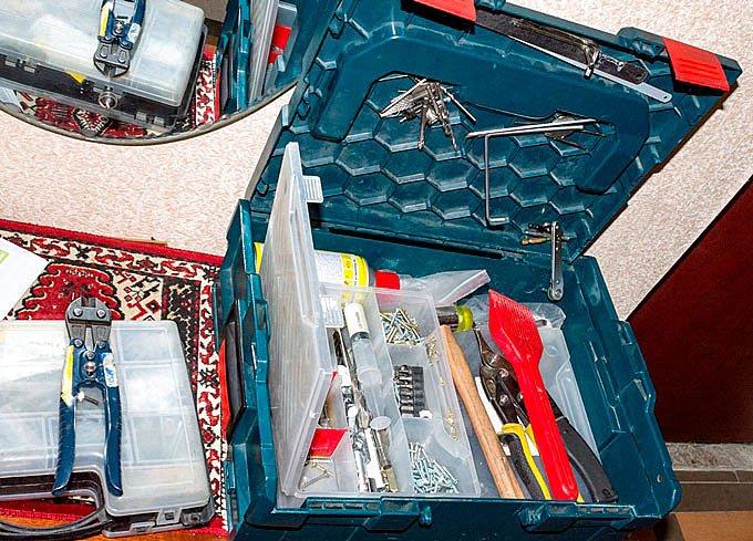 Инструмент который необходим для качественной регулировки пластиковых окон. Фото СК Комфорт Позняки Киев