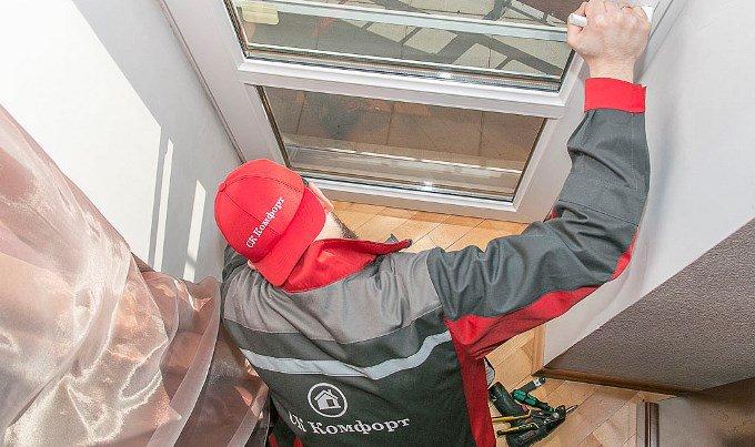 регулировка пластиковых дверей, фото СК Комфорт Позняки