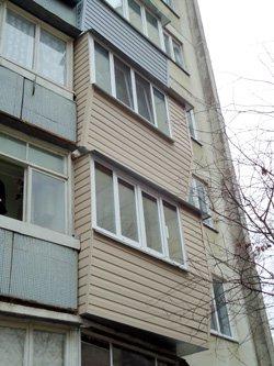 Обшивка балконов сайдингом фото