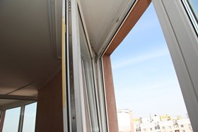 Утепление и замена уплотнителя пластикового окна фото
